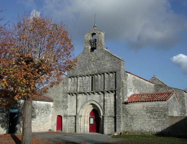 4 Eglise_romane_forges_d_aunis