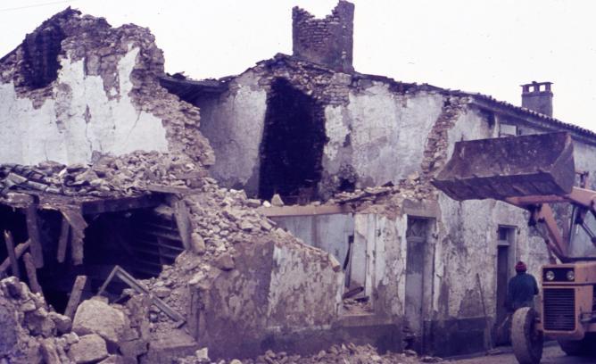 1 demolition puydrouard 1977
