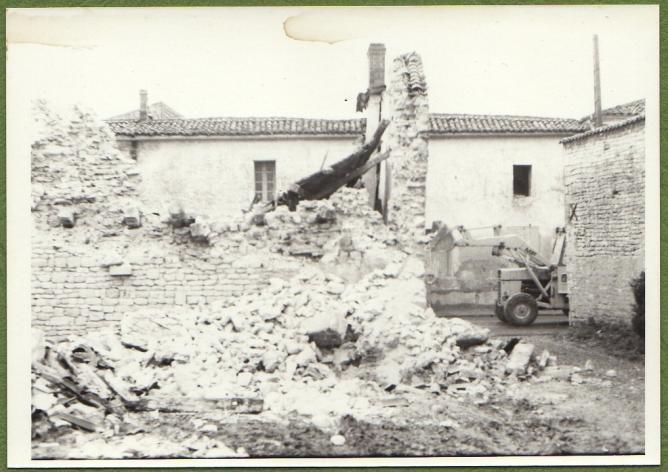 3 demolition maison foullonneau fev 1977 b mur droit