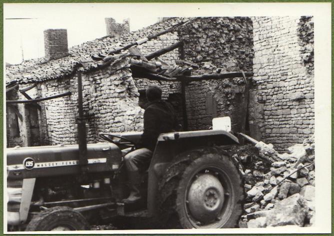 7 demolition maison foullonneau fev1977 b mur claude mf 45