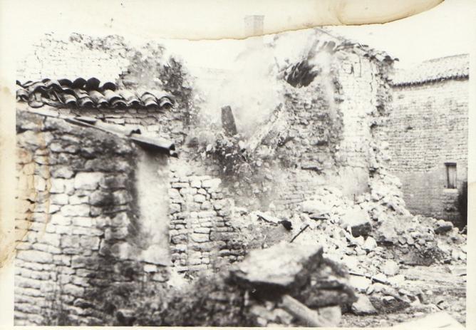 Demolition maison foullonneau fev1977 b mur chai michel