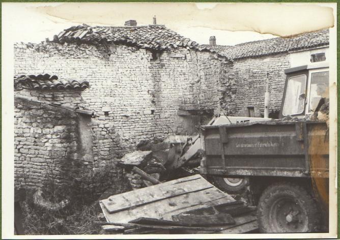 Demolition maison foullonneau fev1977 b mur chai remorque