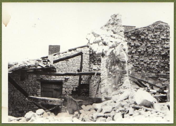 Demolition maison foullonneau fev1977 b mur chai