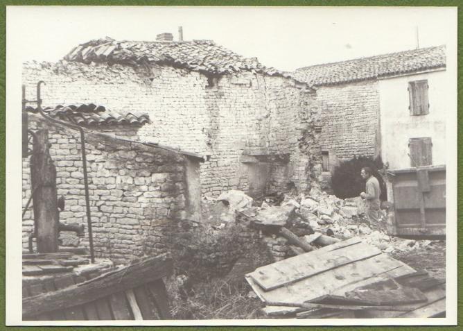 Demolition maison foullonneau fev1977 b puits