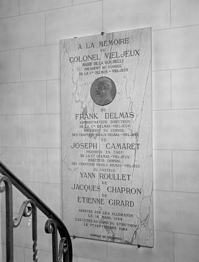 Plaque commemorative a la memoire de leonce vieljeux